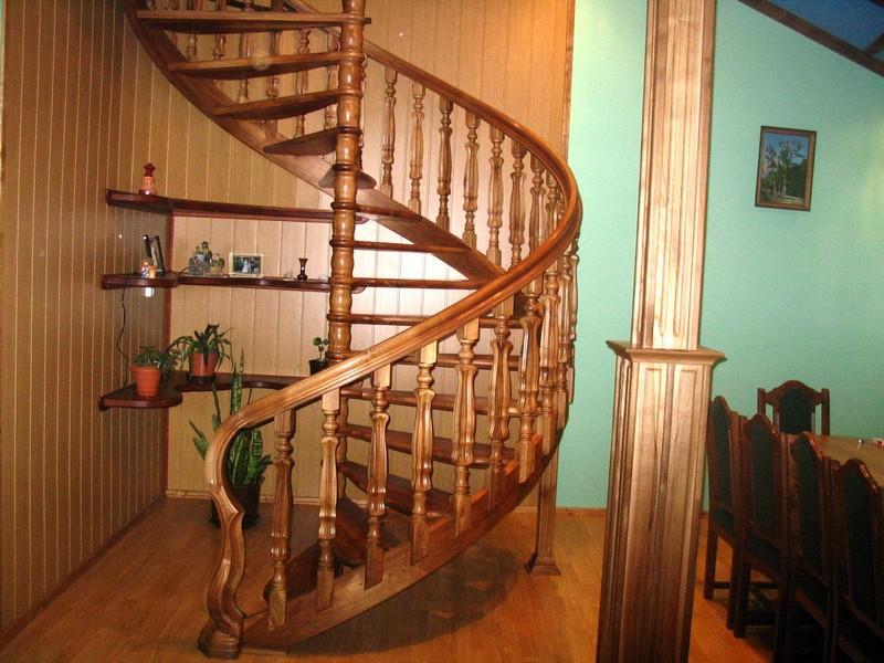 винтовая лестница на мансарду фото