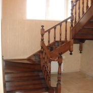 Лестница с забежными ступенями: особенности конструкции