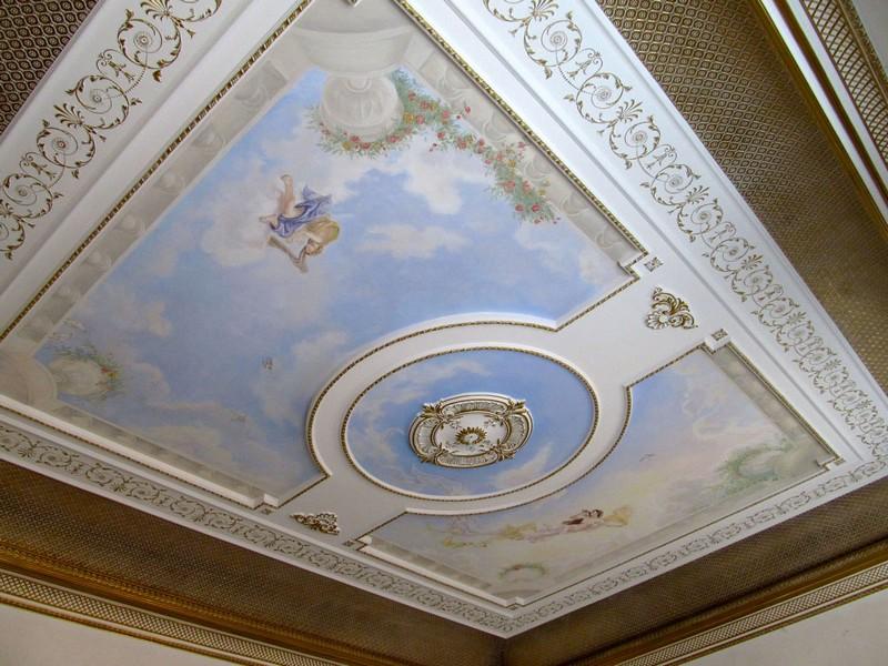 декор потолка лепниной фото