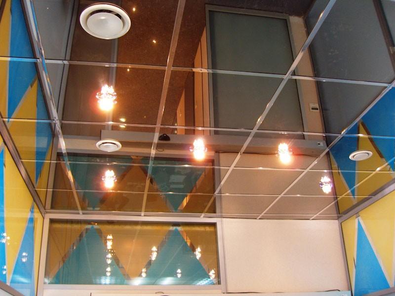 плюсы и минусы зеркального потолка фото