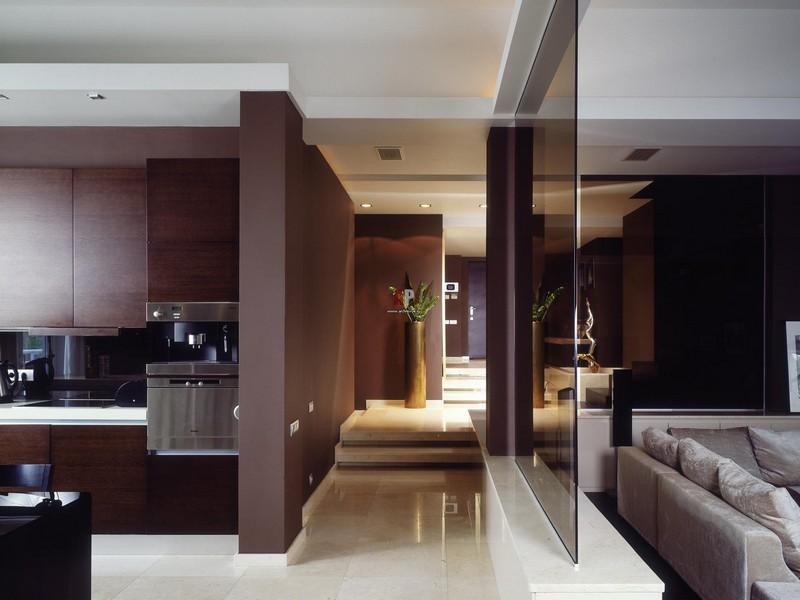 панели из стекла в гостиной фото