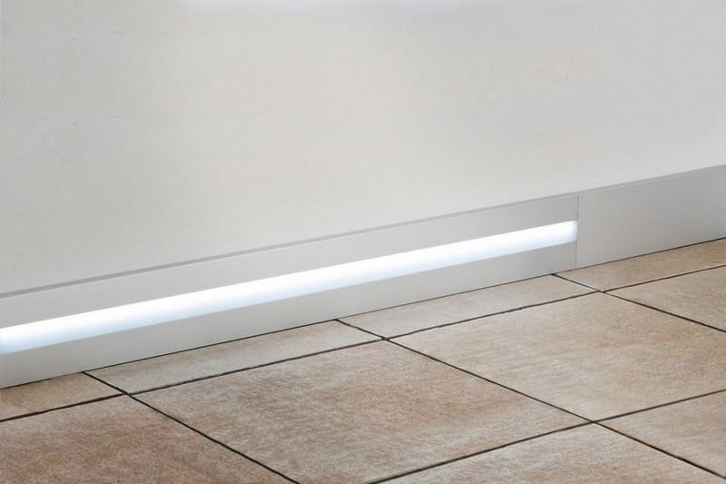 алюминиевый плинтус с подсветкой фото