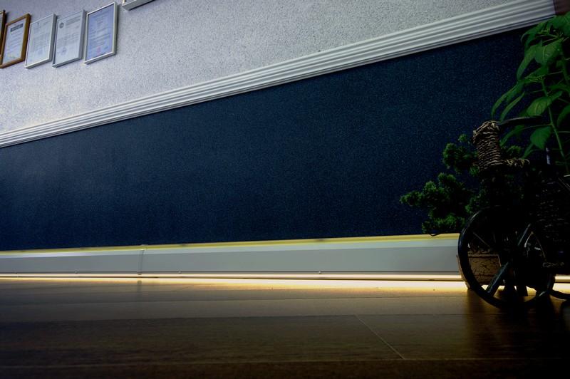 плинтус напольный светодиодный фото